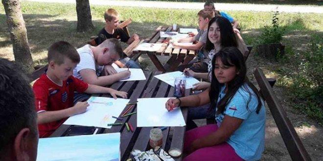 Deca iz Odžaka i Vladimiraca u Bagremari